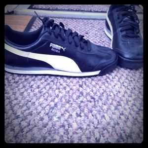 Men's black/white size 12 Puma Roma shoes